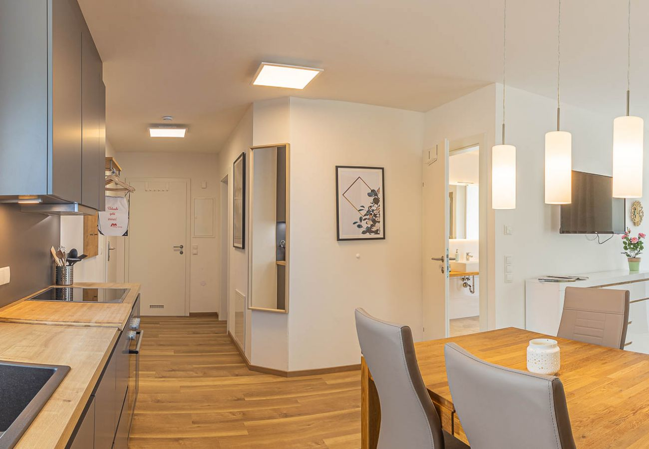 kitchen with dining room in the holiday home Grimming Lodge Distel in Tauplitz