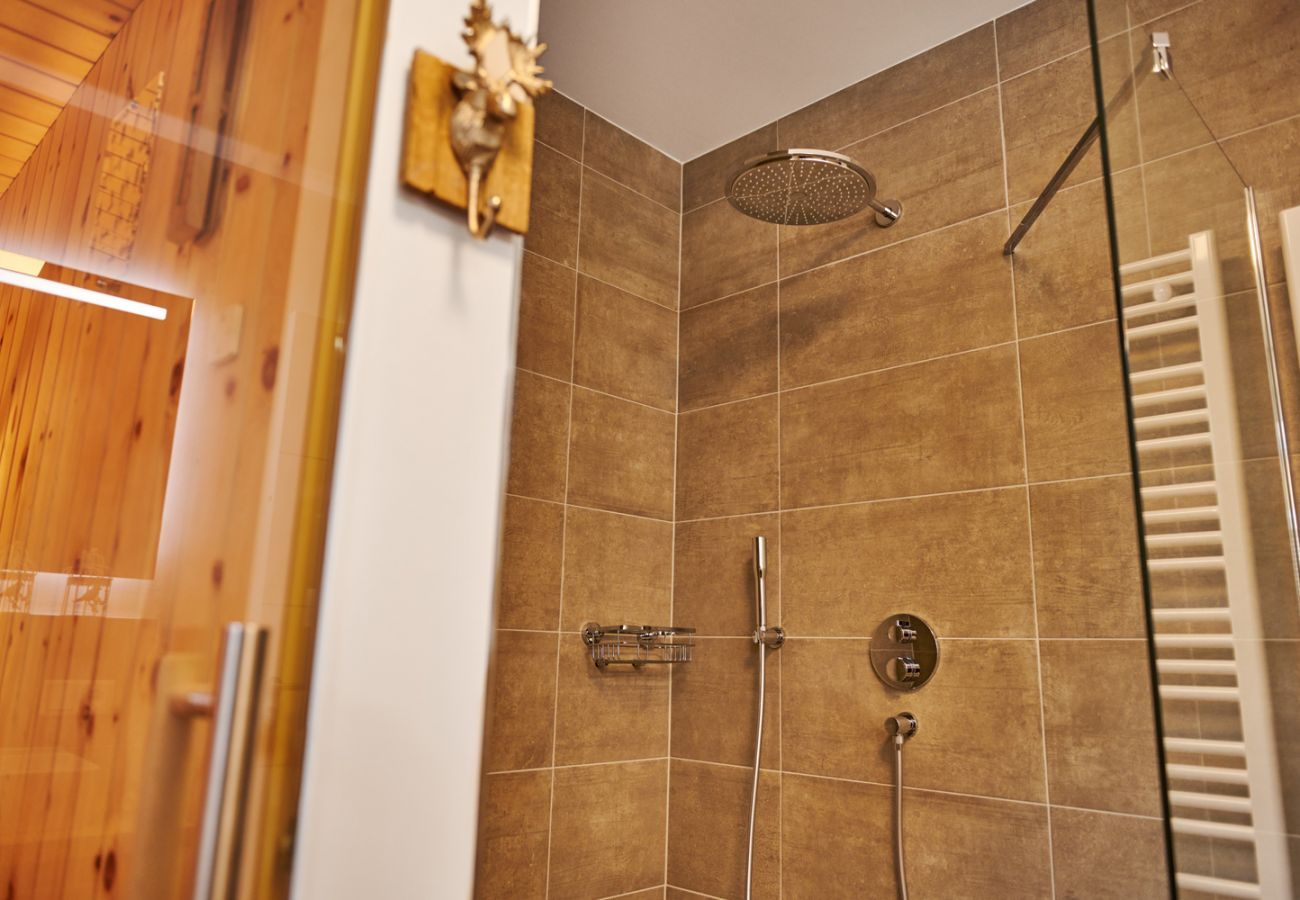 Bathroom with rain shower in the Holiday home flat Adler Auszeit Lodge D6 in Tauplitz