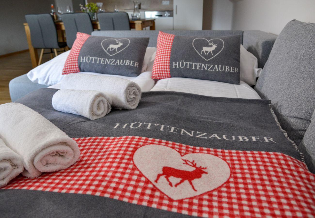 Schlafsofa für zwei Personen in der Grimming Lodge Windroeschen in Tauplitz