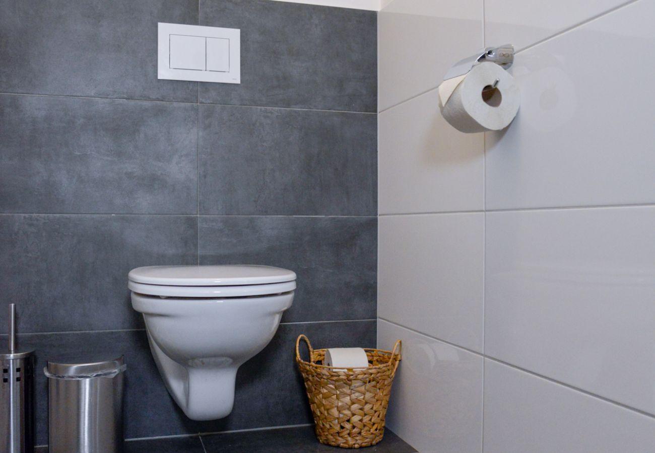 separates WC in der Ferienwohnung Grimming Lodge Windroeschen in Tauplitz