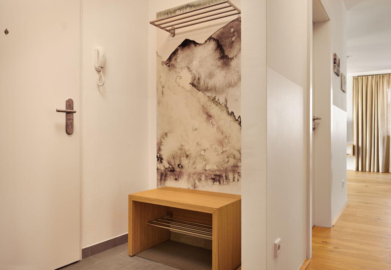 Eingangsbereich mit Garderobe in der Ferienwohnung Alm Lodge A5 in Tauplitz