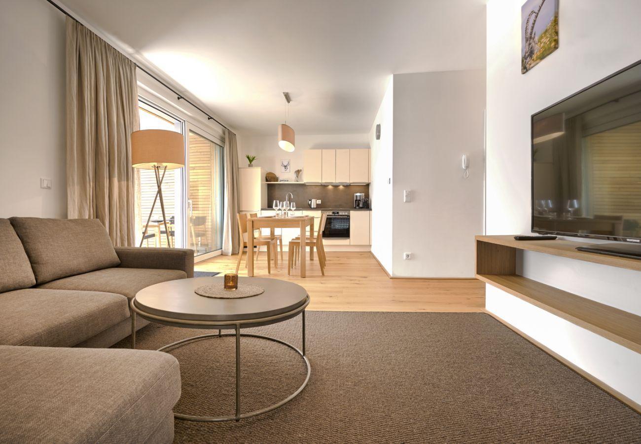 Wohnbereich in der Ferienwohnung Adler Lodge D1 in Tauplitz