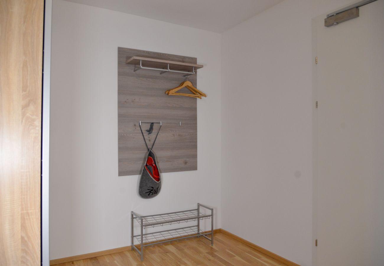 Garderobe im Eingangsbereich des Wohnhauses Grimming Lodge Goldrute in Tauplitz