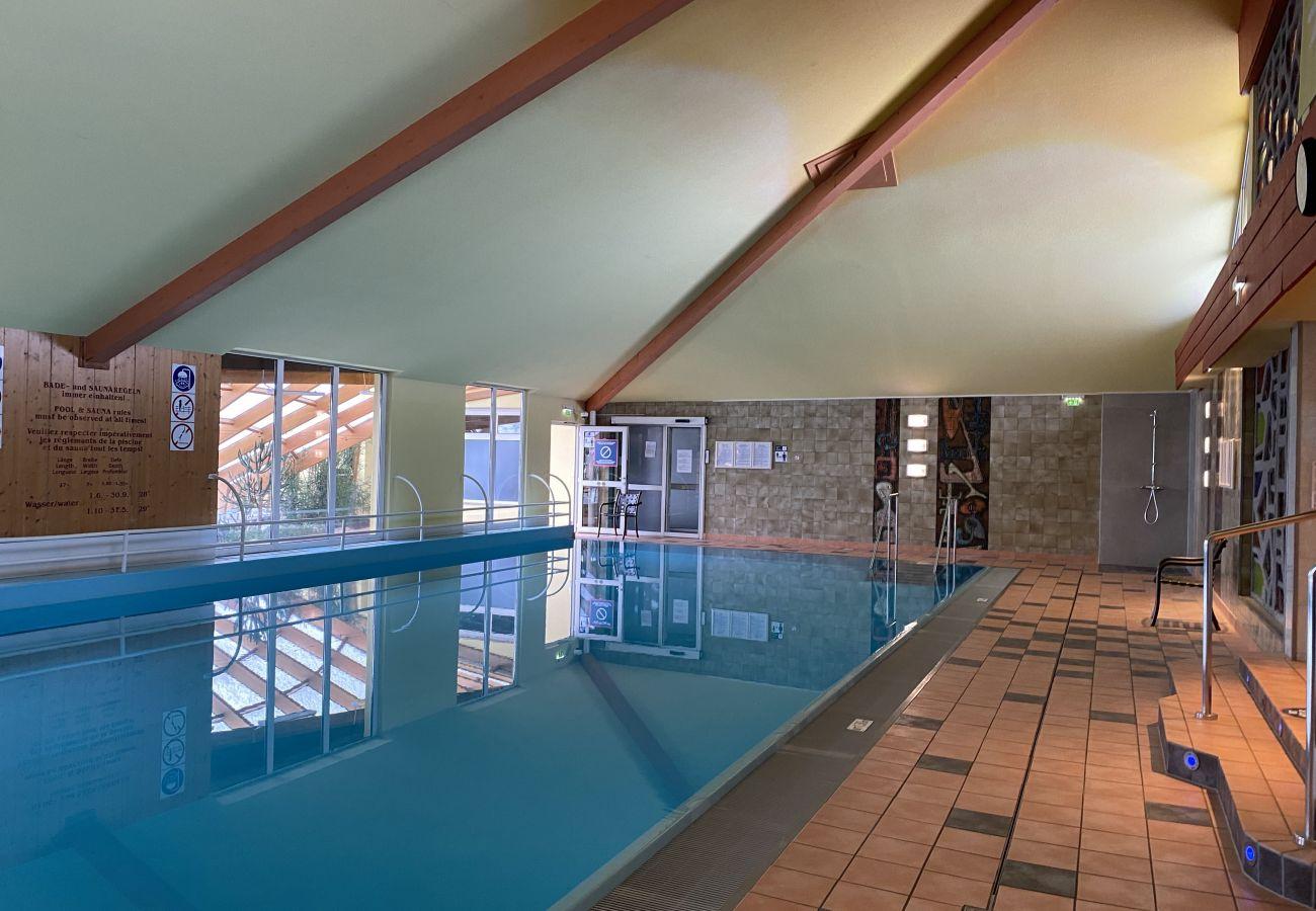 Gemeinschafts Hallenbad gehört zu der Ferienwohnung Alpine Studio Apartment in der Schladming-Dachstein Region