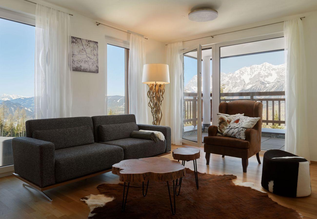 Modern eingerichtete Wohnzimmer in der Ferienwohnung Fastenberg Top 3 in der Schladming-Dachstein Region