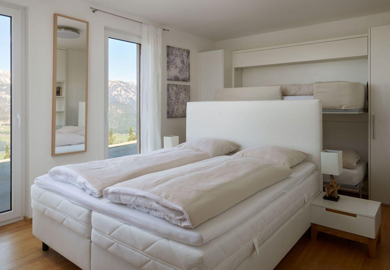 Schlafzimmer in der Ferienwohnung Fastenberg Top 3 in der Schladming-Dachstein Region