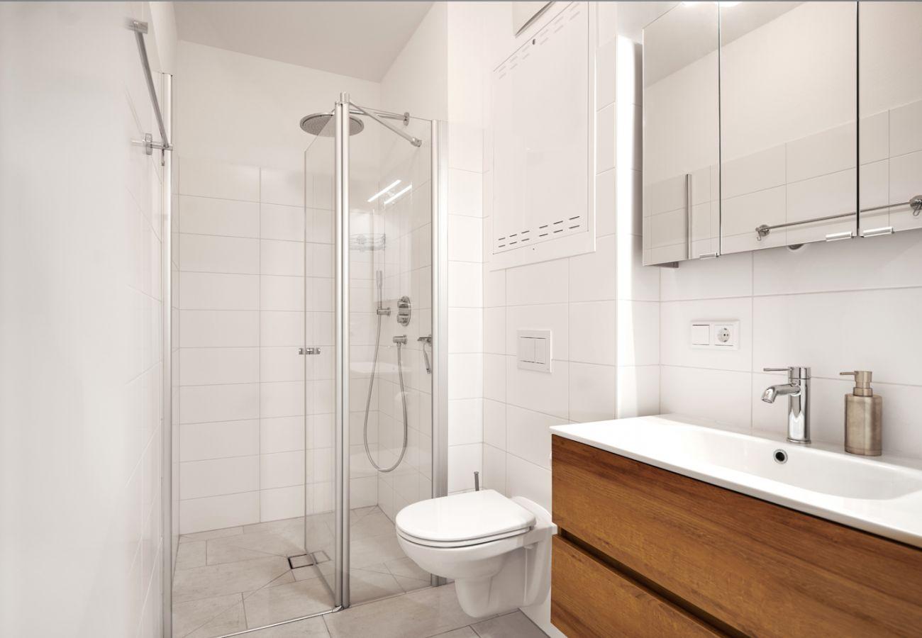 Badezimmer mit Regendusche in der Ferienwohnung Adler Lodge D5 in Tauplitz